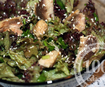 Салат зеленый с тунцом