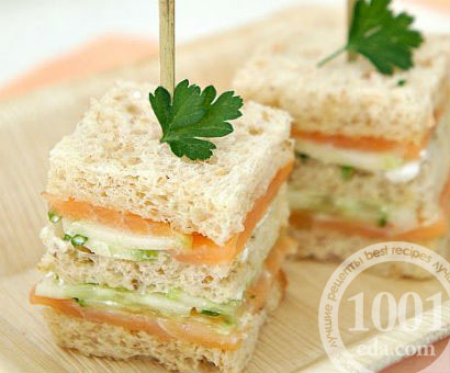 Сэндвич с огурцами и лососем