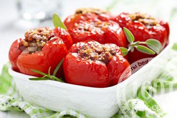 Перец фаршированный в духовке в томатно-сметанном соусе