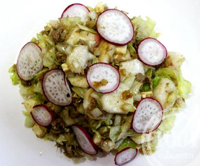 Салат с редисом и тунцом
