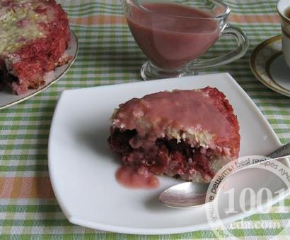 Сладкая рисово-творожная запеканка с ягодами и бананово-вишнёвым соусом в мультиварке: рецепт с пошаговым фото
