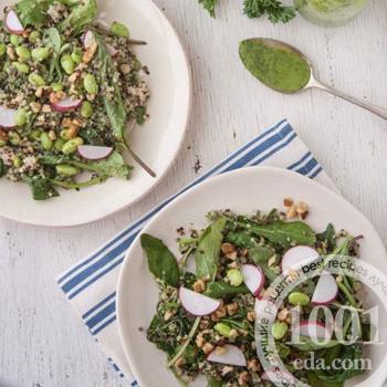 Салат с киноа и зеленой заправкой