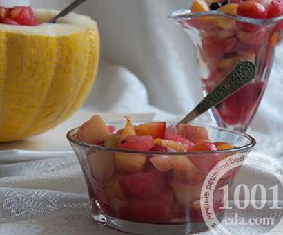 Салат в дыне Фруктовый рай: рецепт с пошаговым фото