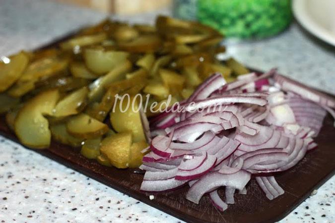 салат простой с солеными огурцами рецепт