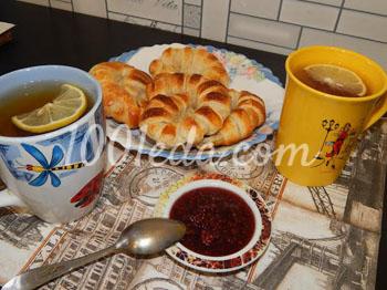 Улитка из слоеного теста с сахаром, корицей и яблоками - рецепт пошаговый с фото