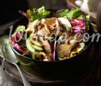 Осенний салат с жареными вешенками