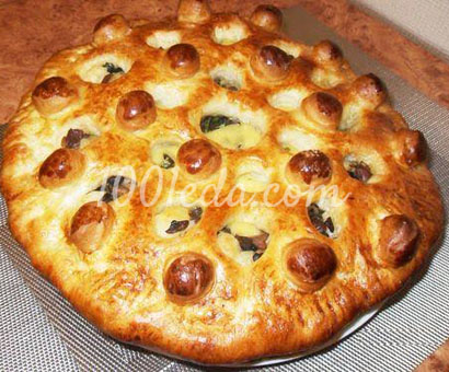 Пирог с курицей, грибами и сыром