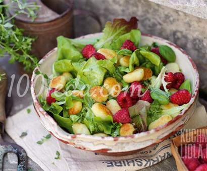 Салат с малиной, ньокки и лимонной заправкой