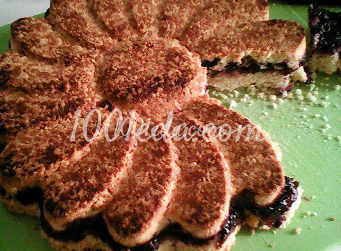 Пирог из песочного теста с чёрной смородиной