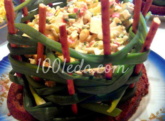 Крабовый салат в луковой праздничной корзинке: рецепт с пошаговым фото