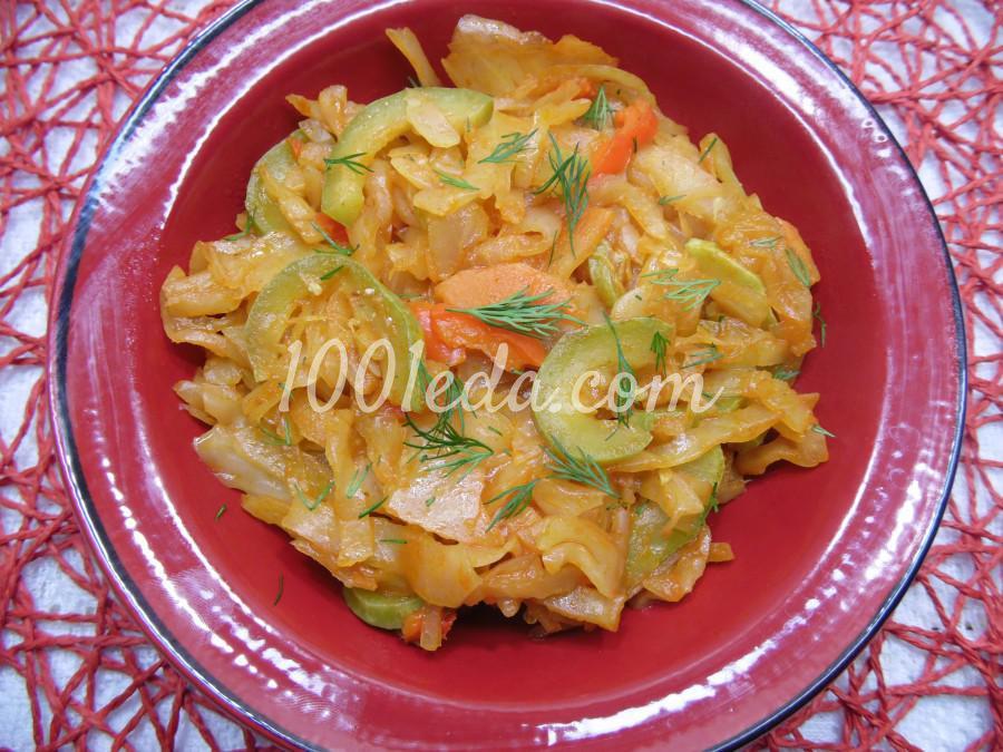 Тушеная капуста с кабачком и морковью
