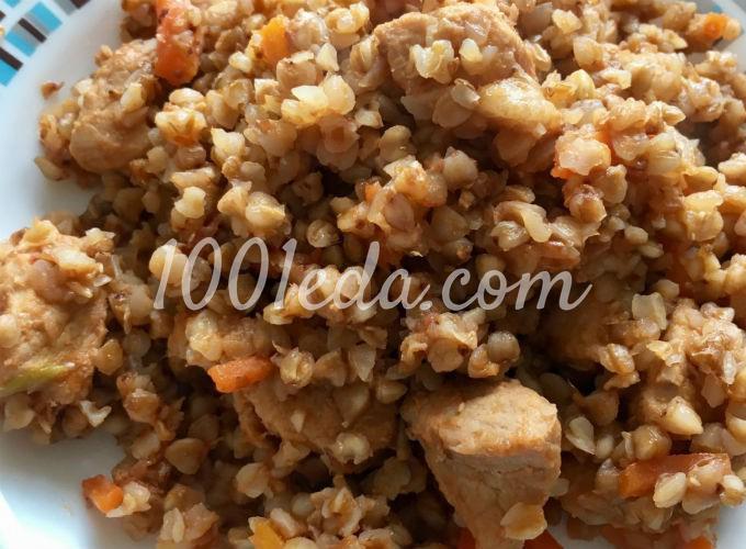 Мясо, тушёное в помидорном рассоле с гречкой