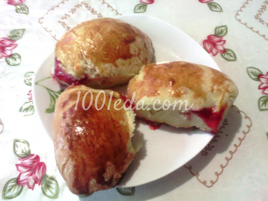 Сдобные пирожки с вишнями