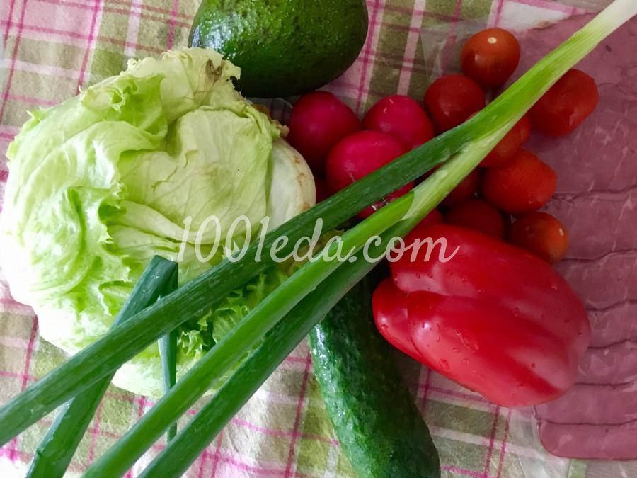 Яркий салат с авокадо и редисом