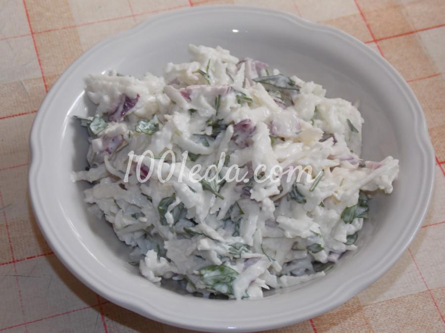 Салат из редьки с зеленью и луком