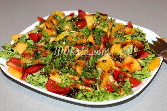 Овощной салат с хурмой и зеленью