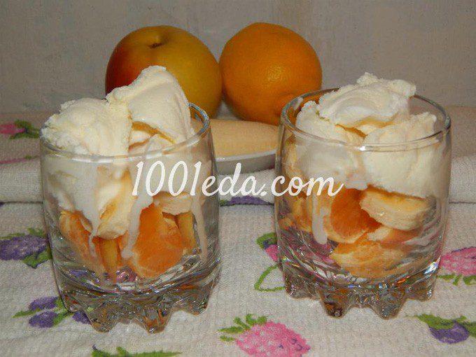Десерт из мороженого и фруктов для взрослых