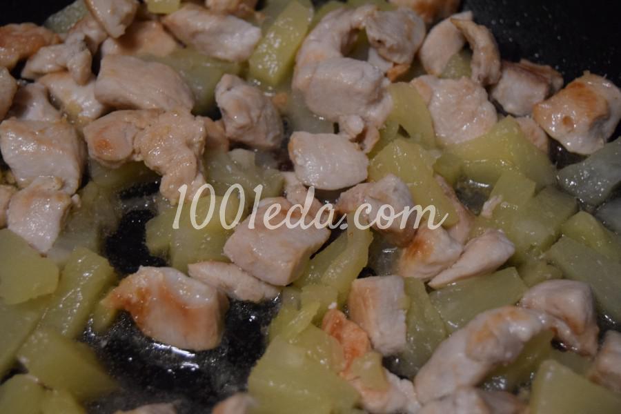 Праздничная курица с ананасами на сковороде: пошаговый с фото - Шаг №4