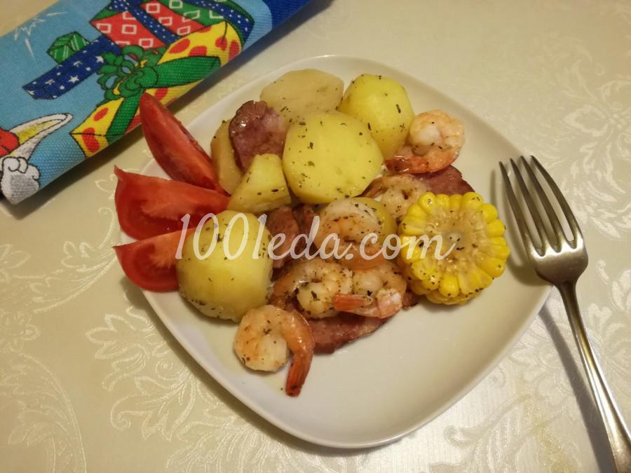 Картофель с креветками и кукурузой