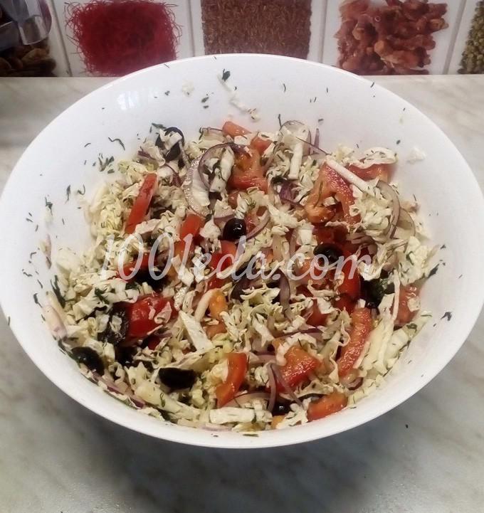 Салат из пекинской капусты с помидорами, маслинами и куриными яйцами: пошаговый с фото - Шаг №7