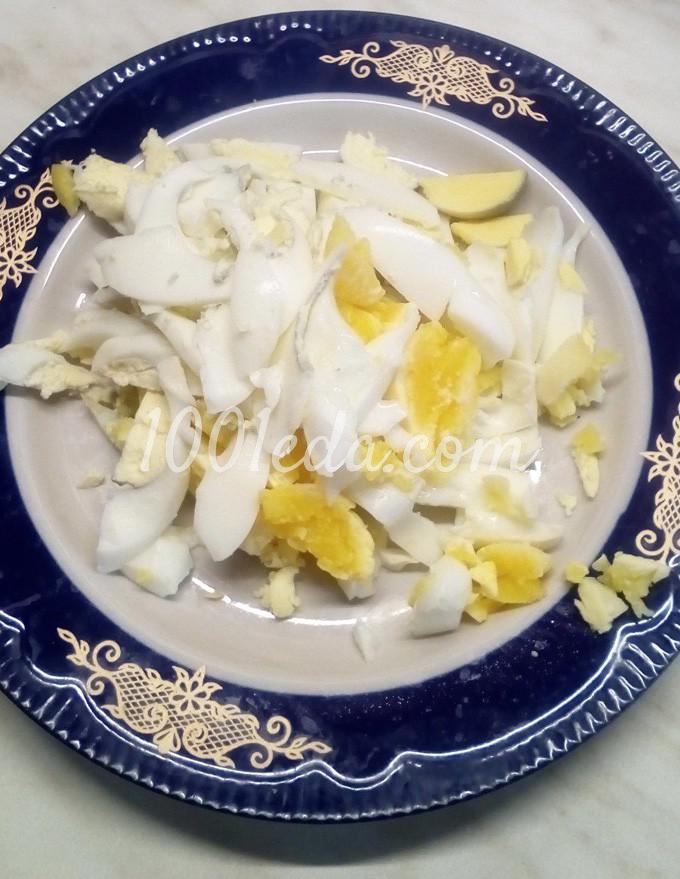 Салат из пекинской капусты с помидорами, маслинами и куриными яйцами: пошаговый с фото - Шаг №8