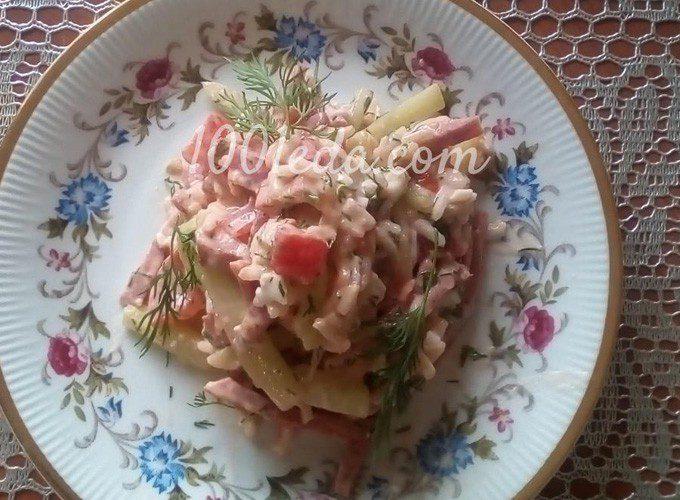 Рисовый салат с помидорами, огурцами и копченой колбасой: пошаговый с фото