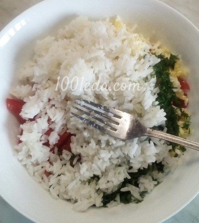 Рисовый салат с помидорами, огурцами и копченой колбасой: пошаговый с фото - Шаг №7