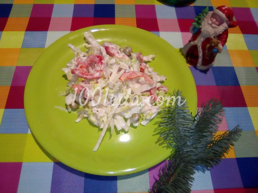 Салат из китайской капусты с куриным филе, яблоком и зелёным горошком