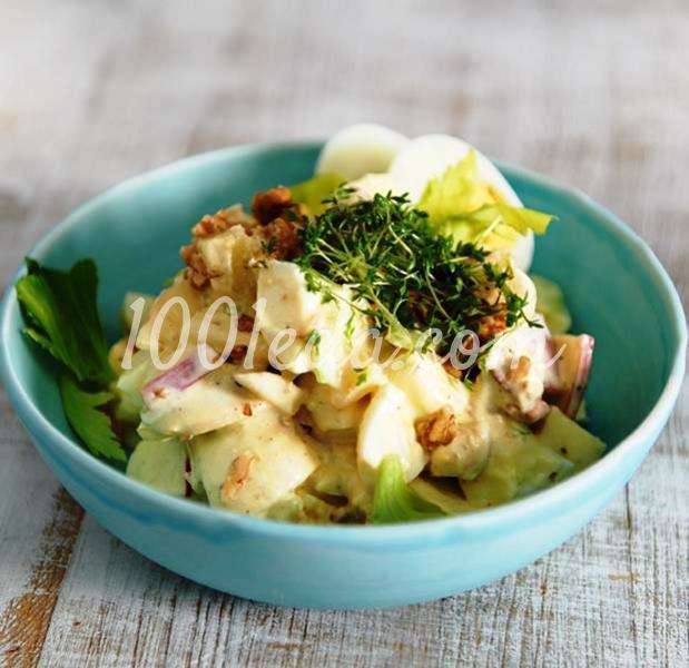 Яичный салат с яблоками и сельдереем