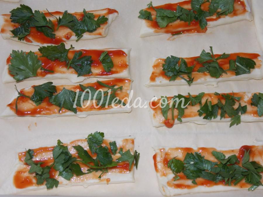 Слоеные палочки с кетчупом и зеленью: пошаговое фото - Шаг №2