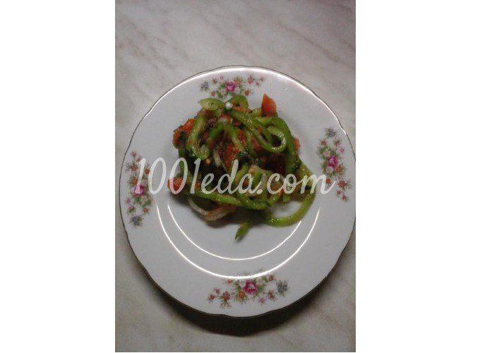 Салат вегетарианский из помидоров, болгарского перца и лука: пошаговый с фото
