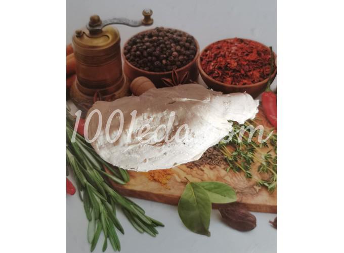 Яичные блинчики с мясом куриной грудки и томатами: пошаговое фото - Шаг №1