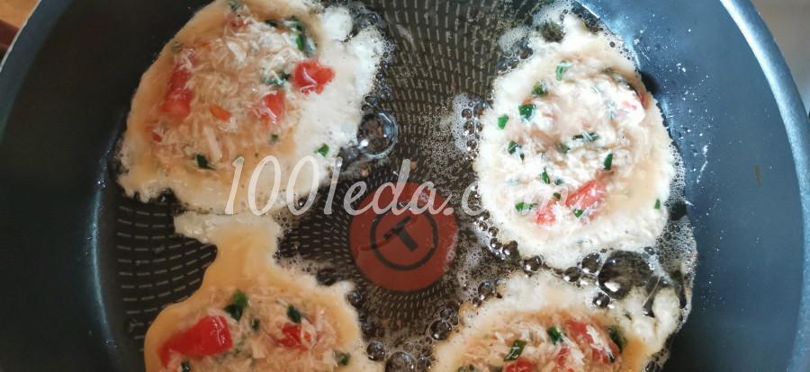 Яичные блинчики с мясом куриной грудки и томатами: пошаговое фото - Шаг №7