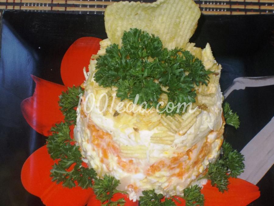 Вкусный салат с курицей и чипсами