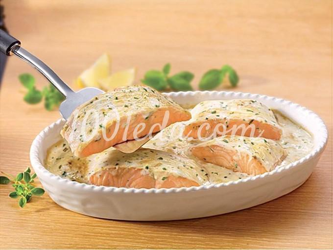 Стейк из семги под белым соусом