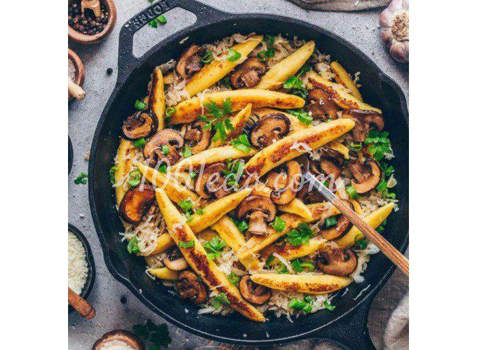 Веганская картофельная лапша с квашеной капустой и грибами: пошаговый с фото
