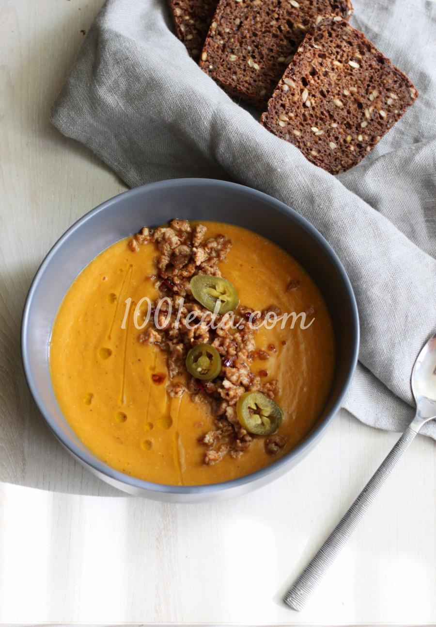 Тыквенно-чечевичный суп-пюре с пряным жареным фаршем
